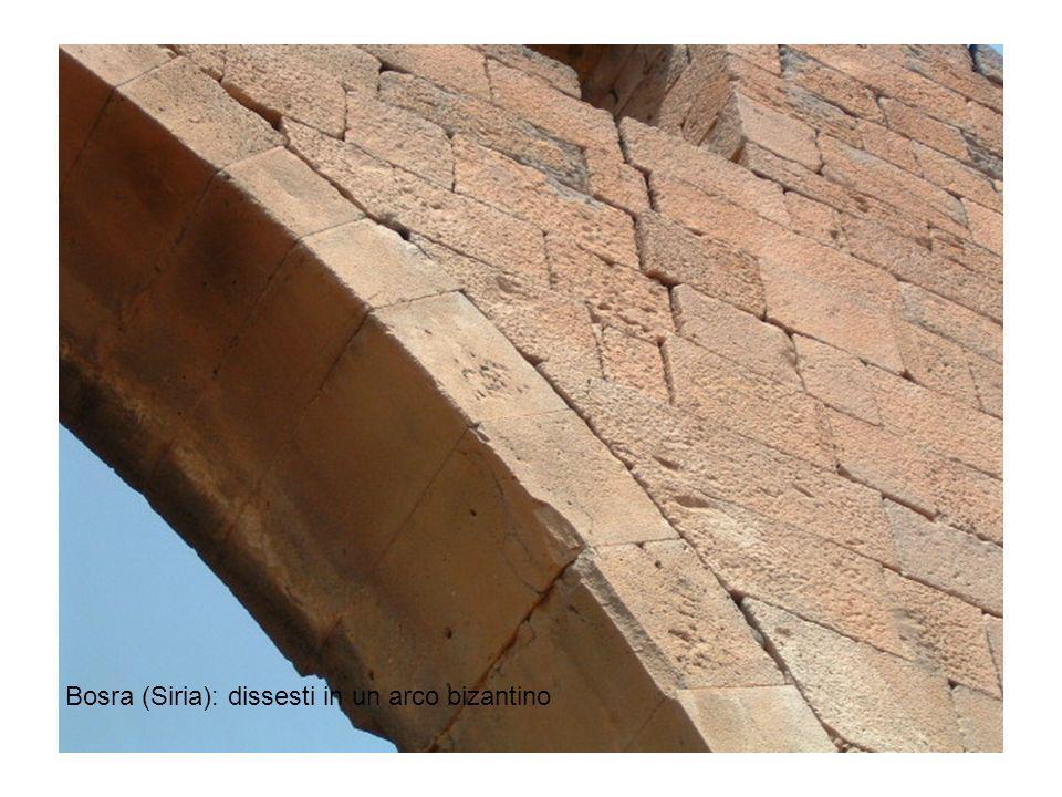 Bosra (Siria): dissesti in un arco bizantino