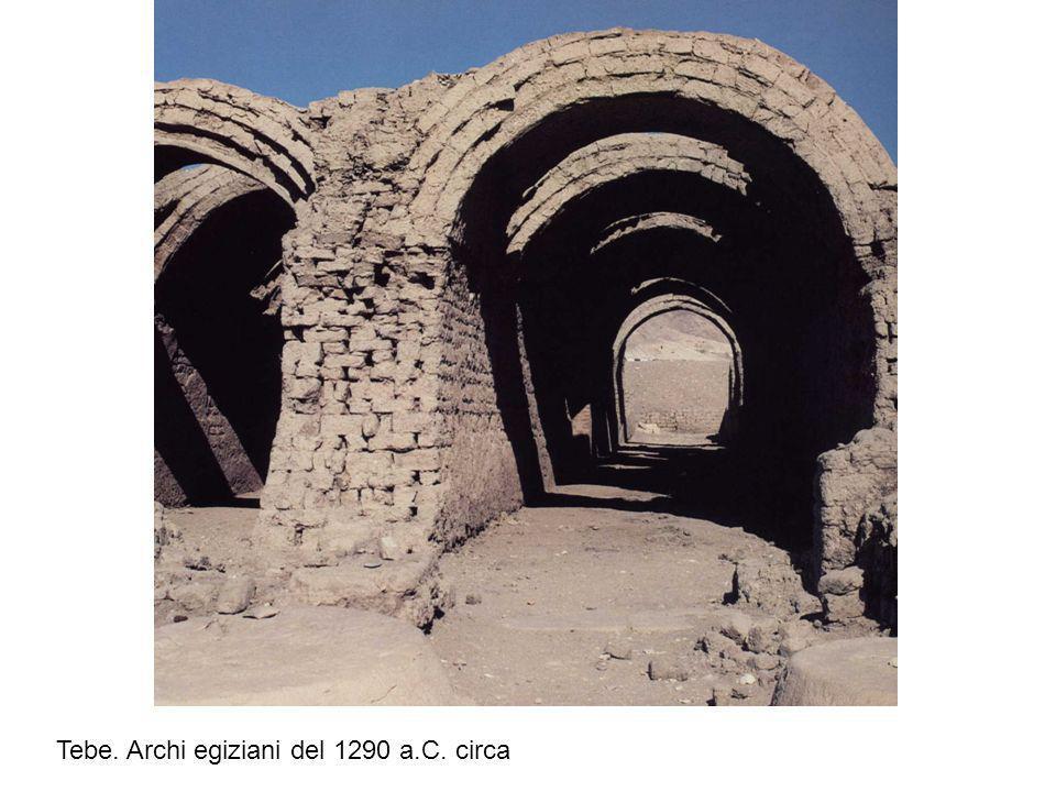 Tebe. Archi egiziani del 1290 a.C. circa