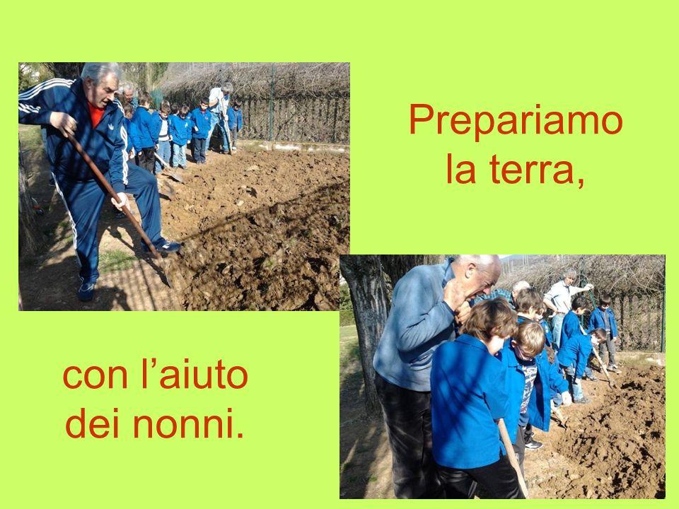Prepariamo la terra, con l'aiuto dei nonni.