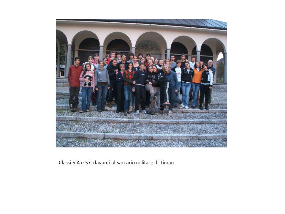 Classi 5 A e 5 C davanti al Sacrario militare di Timau