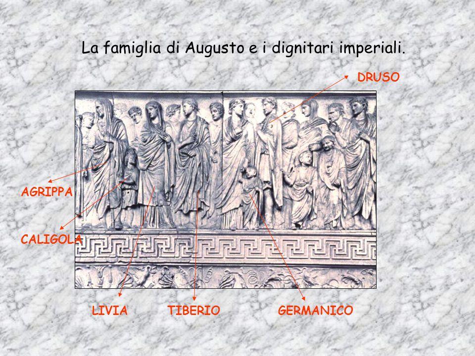 La famiglia di Augusto e i dignitari imperiali.
