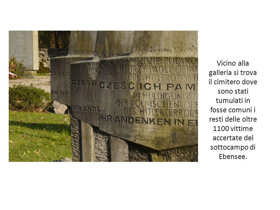 Vicino alla galleria si trova il cimitero dove sono stati tumulati in fosse comuni i resti delle oltre 1100 vittime accertate del sottocampo di Ebensee.