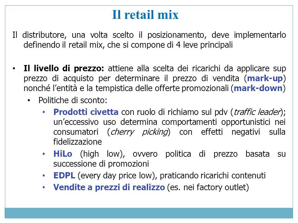 Il retail mix Il distributore, una volta scelto il posizionamento, deve implementarlo definendo il retail mix, che si compone di 4 leve principali.