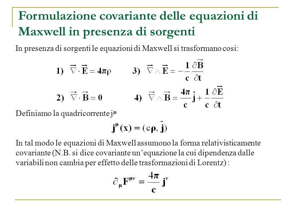 Formulazione covariante delle equazioni di Maxwell in presenza di sorgenti