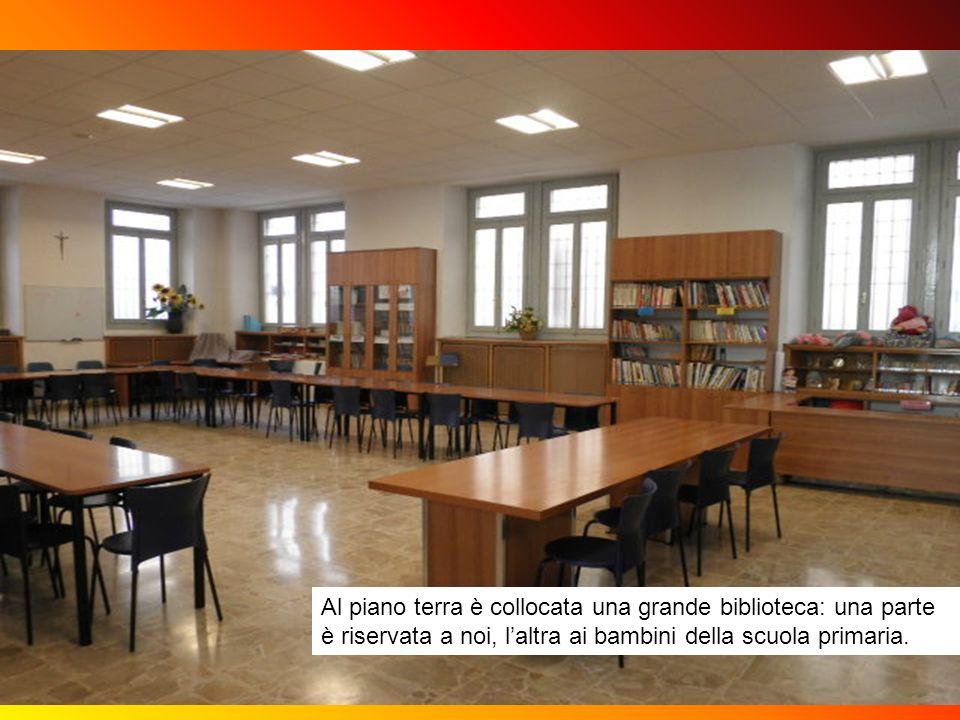 robi Al piano terra è collocata una grande biblioteca: una parte è riservata a noi, l'altra ai bambini della scuola primaria.