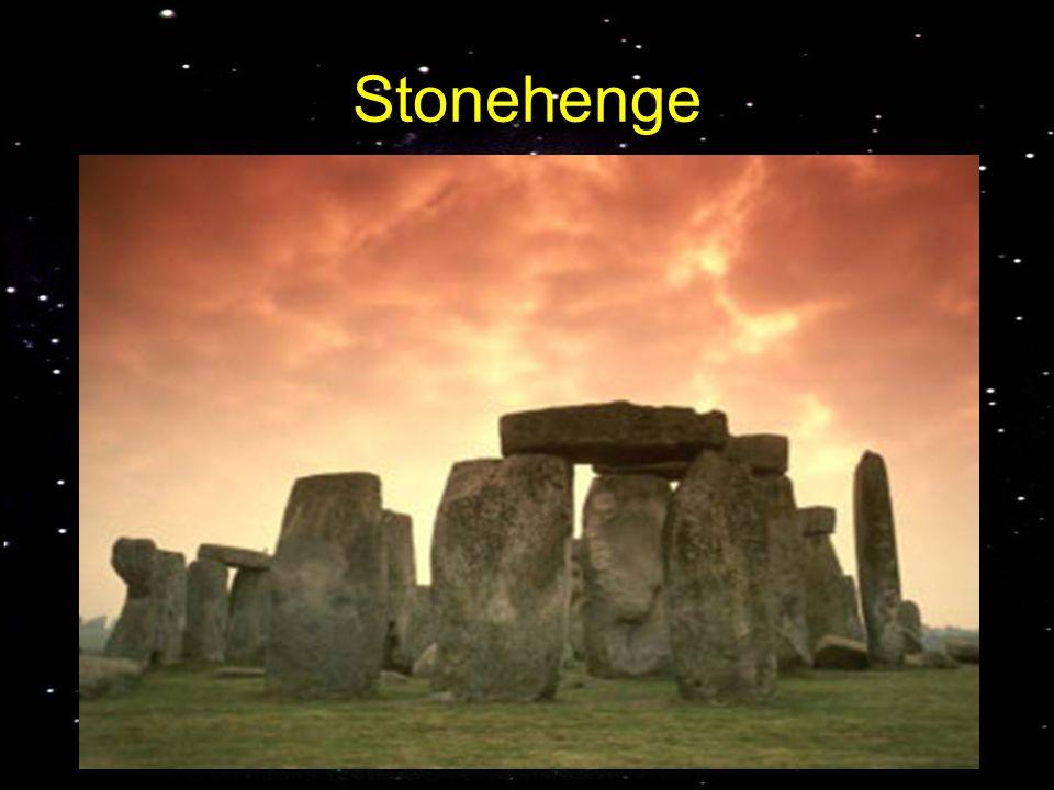 Stonehenge Un tipico esempio di antico osservatorio astronomico è Stonehenge (3000 ac) il monumento megalitico più complesso e più celebre d'Europa.
