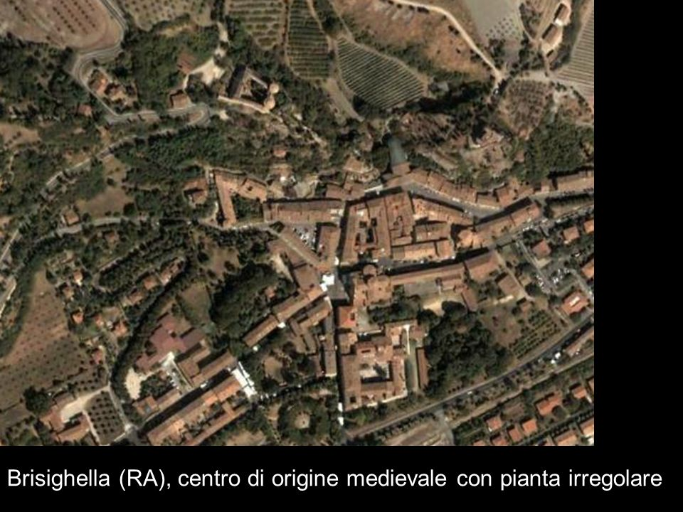 Brisighella (RA), centro di origine medievale con pianta irregolare