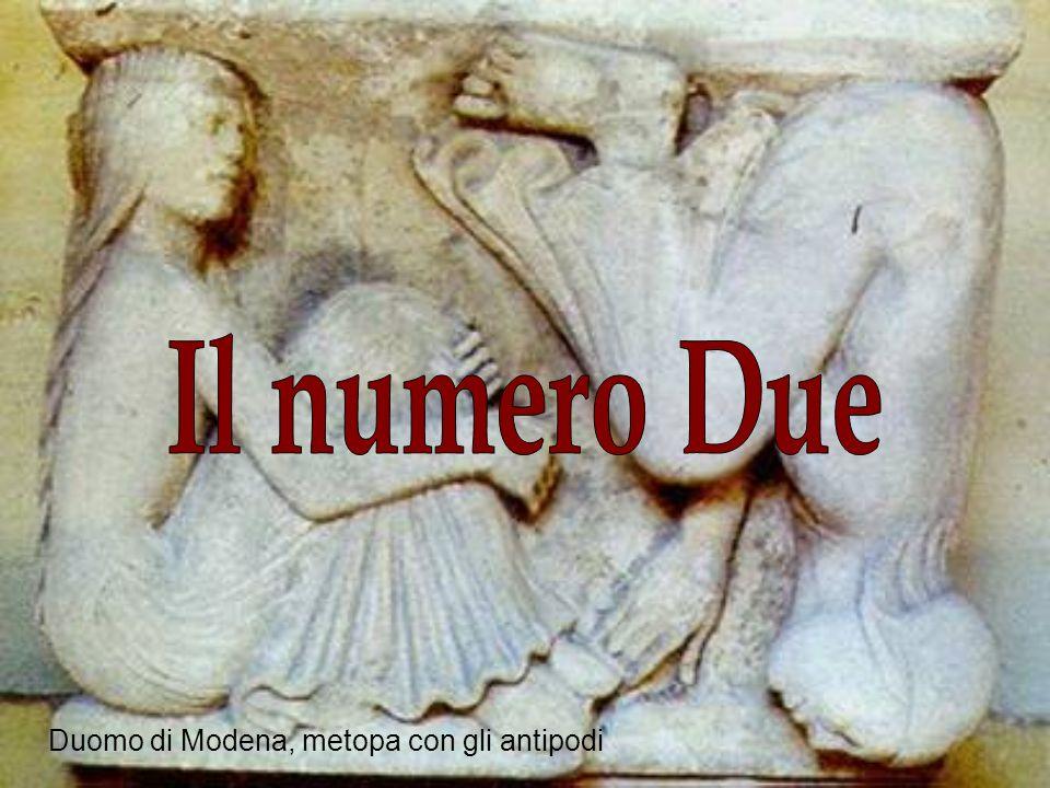 Il numero Due Duomo di Modena, metopa con gli antipodi