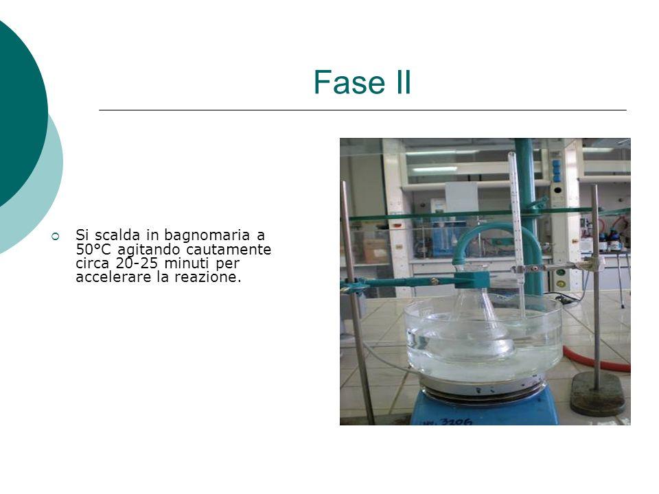 Fase II Si scalda in bagnomaria a 50°C agitando cautamente circa 20-25 minuti per accelerare la reazione.