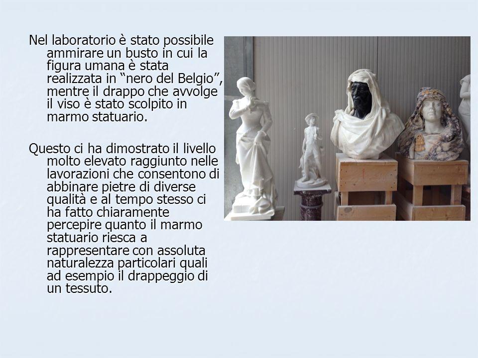 Nel laboratorio è stato possibile ammirare un busto in cui la figura umana è stata realizzata in nero del Belgio , mentre il drappo che avvolge il viso è stato scolpito in marmo statuario.