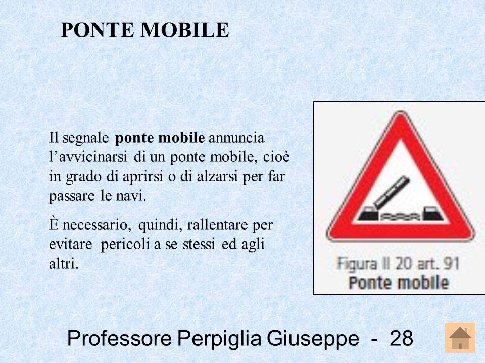 PONTE MOBILE Il segnale ponte mobile annuncia l'avvicinarsi di un ponte mobile, cioè in grado di aprirsi o di alzarsi per far passare le navi.