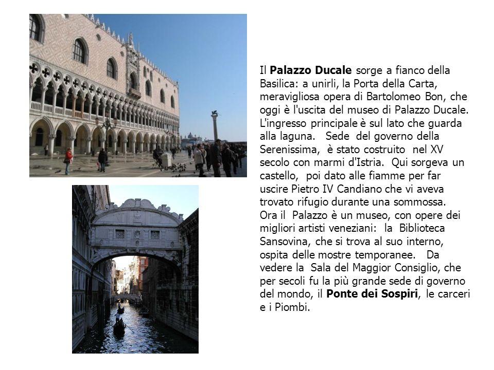 Il Palazzo Ducale sorge a fianco della Basilica: a unirli, la Porta della Carta, meravigliosa opera di Bartolomeo Bon, che oggi è l uscita del museo di Palazzo Ducale.