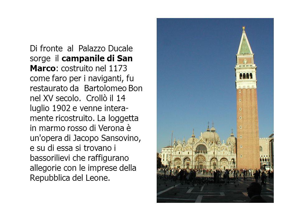 Di fronte al Palazzo Ducale sorge il campanile di San Marco: costruito nel 1173 come faro per i naviganti, fu restaurato da Bartolomeo Bon nel XV secolo.