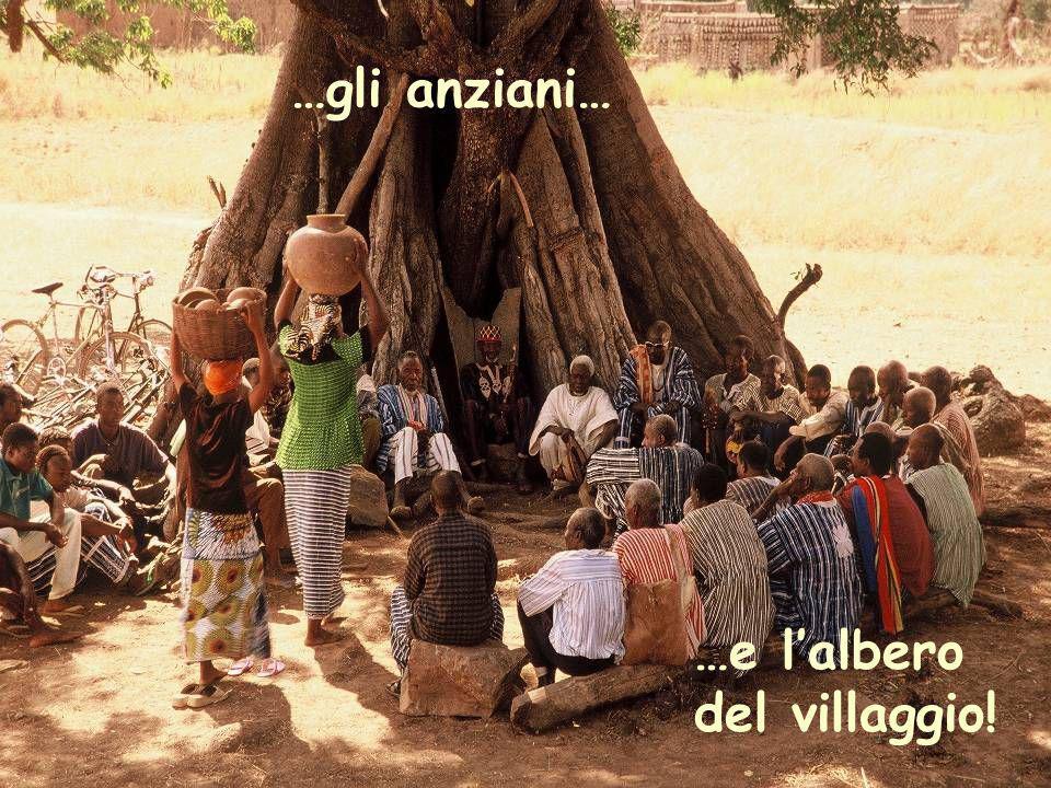 …gli anziani… …e l'albero del villaggio!