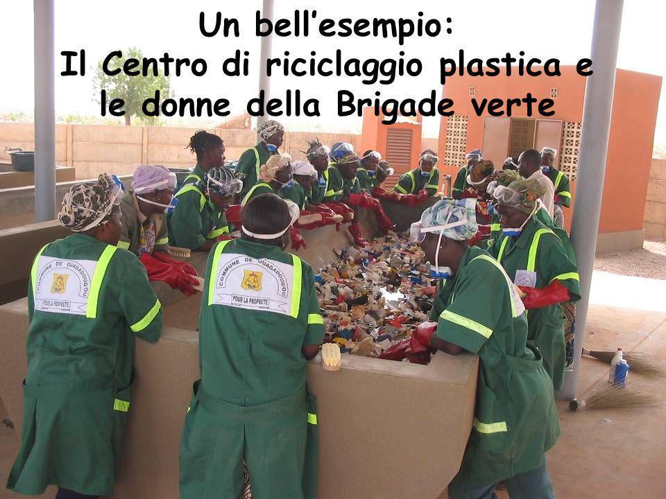 Un bell'esempio: Il Centro di riciclaggio plastica e le donne della Brigade verte