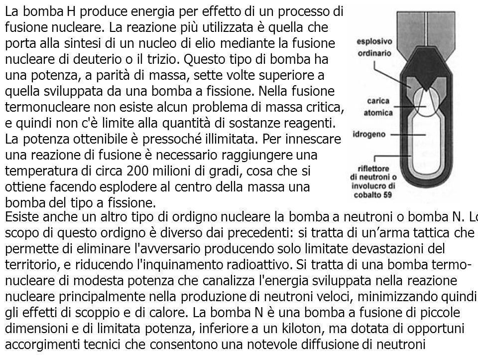La bomba H produce energia per effetto di un processo di fusione nucleare. La reazione più utilizzata è quella che porta alla sintesi di un nucleo di elio mediante la fusione nucleare di deuterio o il trizio. Questo tipo di bomba ha una potenza, a parità di massa, sette volte superiore a quella sviluppata da una bomba a fissione. Nella fusione termonucleare non esiste alcun problema di massa critica, e quindi non c è limite alla quantità di sostanze reagenti. La potenza ottenibile è pressoché illimitata. Per innescare una reazione di fusione è necessario raggiungere una temperatura di circa 200 milioni di gradi, cosa che si ottiene facendo esplodere al centro della massa una bomba del tipo a fissione.