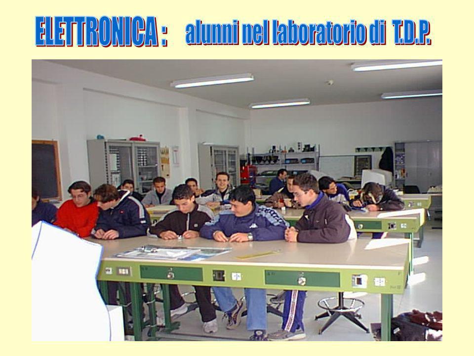 alunni nel laboratorio di T.D.P.