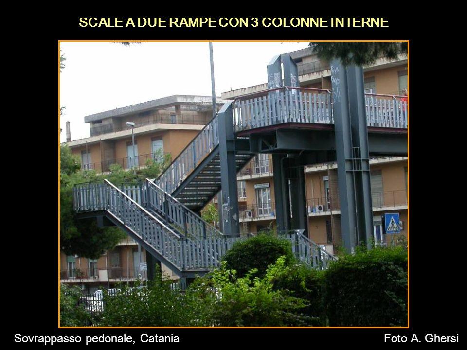 SCALE A DUE RAMPE CON 3 COLONNE INTERNE