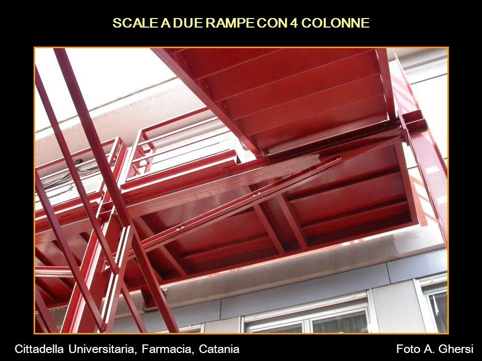 SCALE A DUE RAMPE CON 4 COLONNE