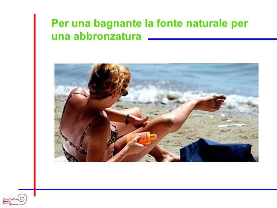 Per una bagnante la fonte naturale per una abbronzatura