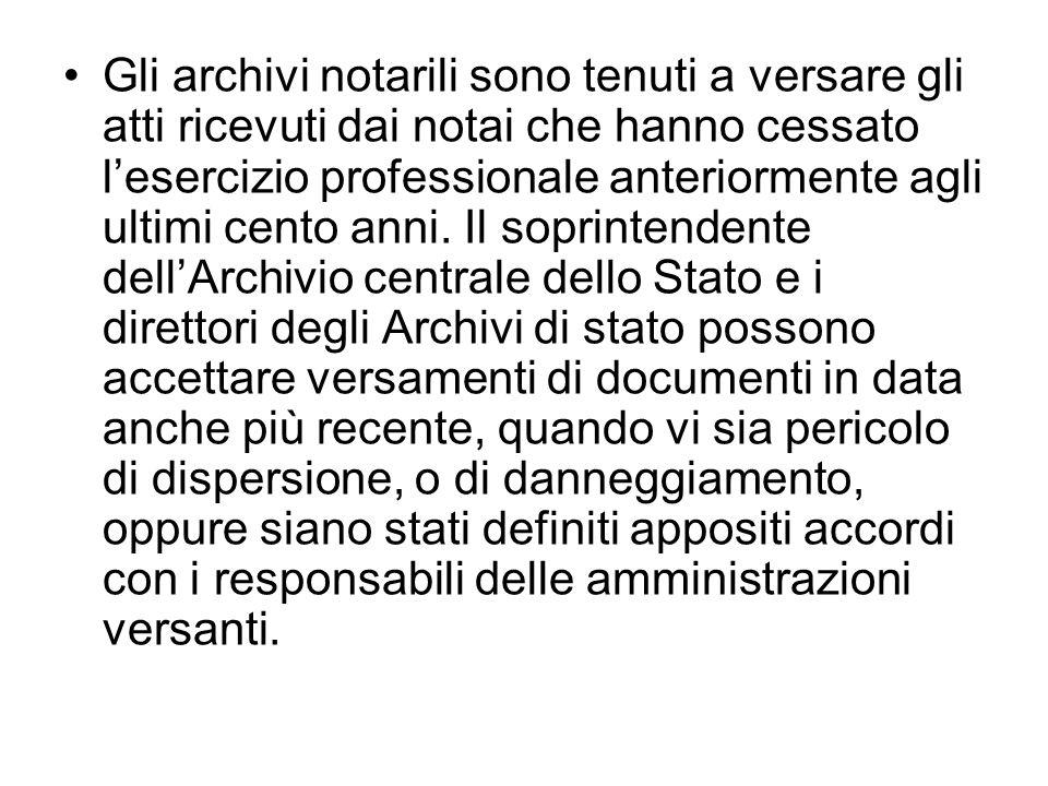 Gli archivi notarili sono tenuti a versare gli atti ricevuti dai notai che hanno cessato l'esercizio professionale anteriormente agli ultimi cento anni.