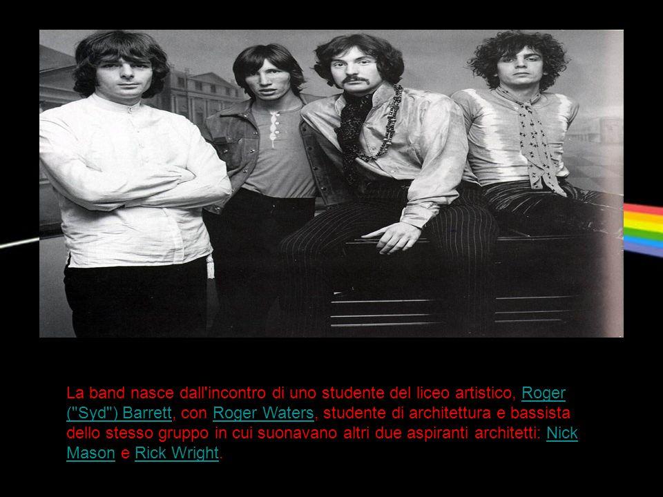 La band nasce dall incontro di uno studente del liceo artistico, Roger ( Syd ) Barrett, con Roger Waters, studente di architettura e bassista dello stesso gruppo in cui suonavano altri due aspiranti architetti: Nick Mason e Rick Wright.