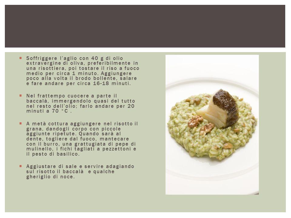 Soffriggere l'aglio con 40 g di olio extravergine di oliva, preferibilmente in una risottiera, poi tostare il riso a fuoco medio per circa 1 minuto. Aggiungere poco alla volta il brodo bollente, salare e fare andare per circa 16-18 minuti.