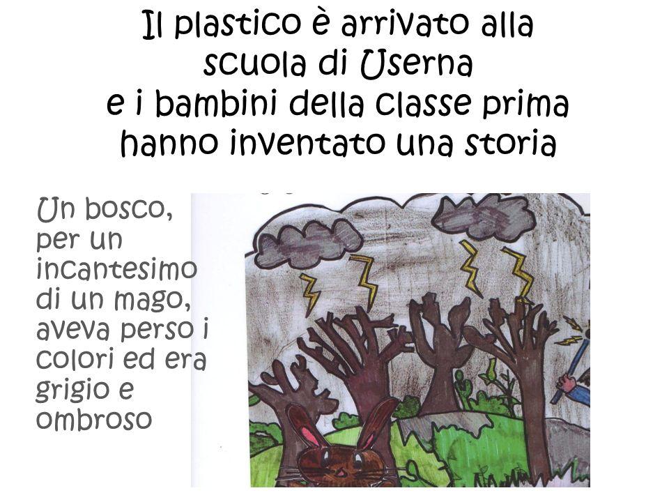 Il plastico è arrivato alla scuola di Userna e i bambini della classe prima hanno inventato una storia