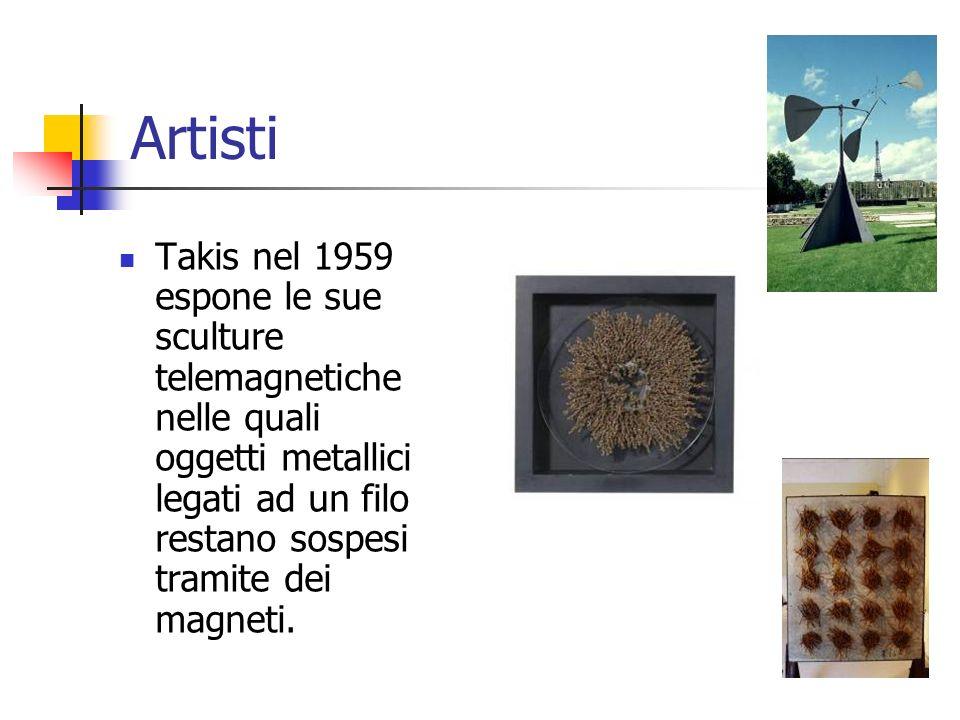 Artisti Takis nel 1959 espone le sue sculture telemagnetiche nelle quali oggetti metallici legati ad un filo restano sospesi tramite dei magneti.