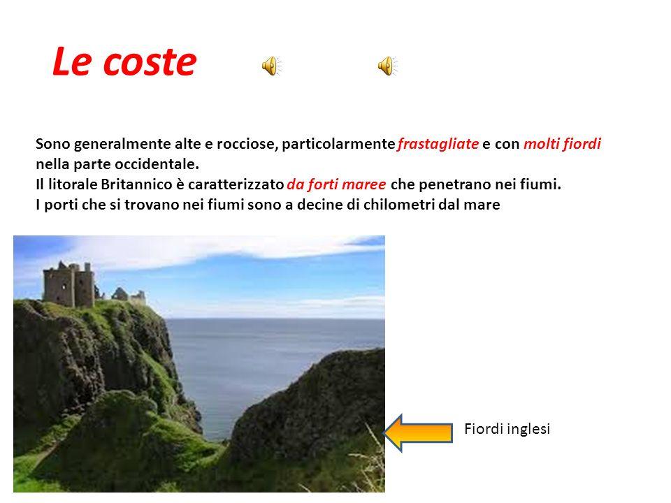 Le coste Sono generalmente alte e rocciose, particolarmente frastagliate e con molti fiordi nella parte occidentale.