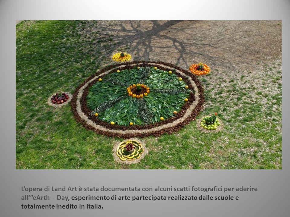 L'opera di Land Art è stata documentata con alcuni scatti fotografici per aderire all' eArth – Day, esperimento di arte partecipata realizzato dalle scuole e totalmente inedito in Italia.