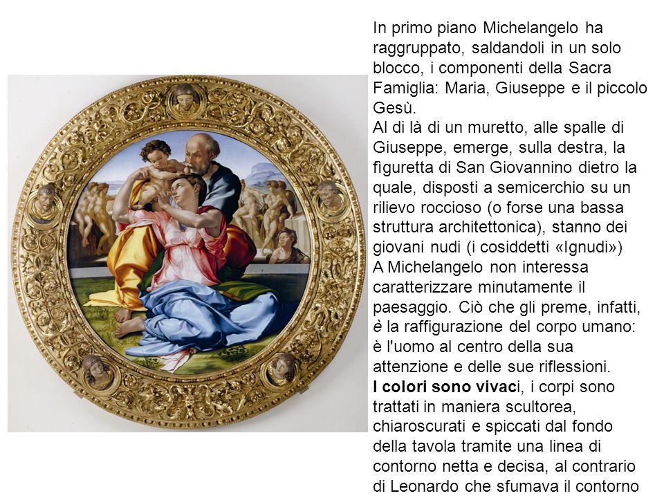 In primo piano Michelangelo ha raggruppato, saldandoli in un solo blocco, i componenti della Sacra Famiglia: Maria, Giuseppe e il piccolo Gesù.