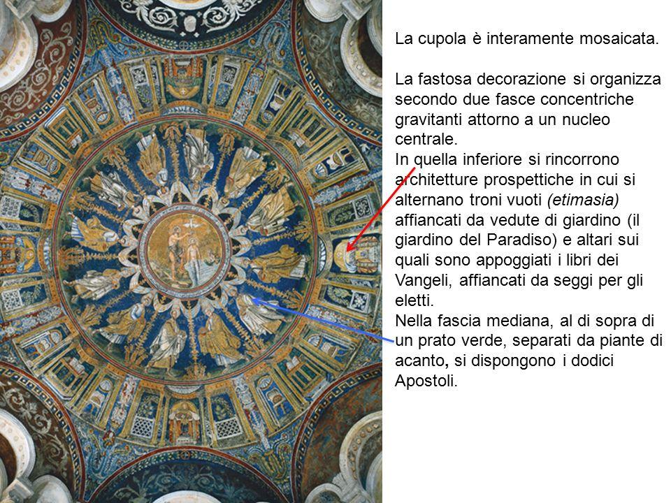 La cupola è interamente mosaicata.