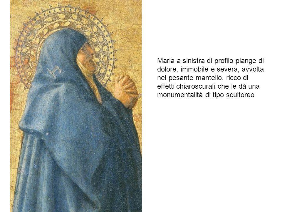 Maria a sinistra di profilo piange di dolore, immobile e severa, avvolta nel pesante mantello, ricco di effetti chiaroscurali che le dà una monumentalità di tipo scultoreo