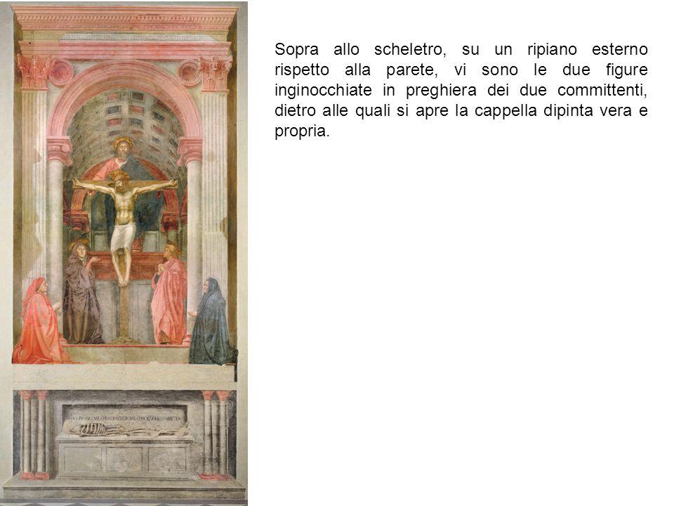 Sopra allo scheletro, su un ripiano esterno rispetto alla parete, vi sono le due figure inginocchiate in preghiera dei due committenti, dietro alle quali si apre la cappella dipinta vera e propria.