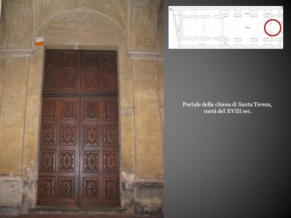 Portale della chiesa di Santa Teresa,