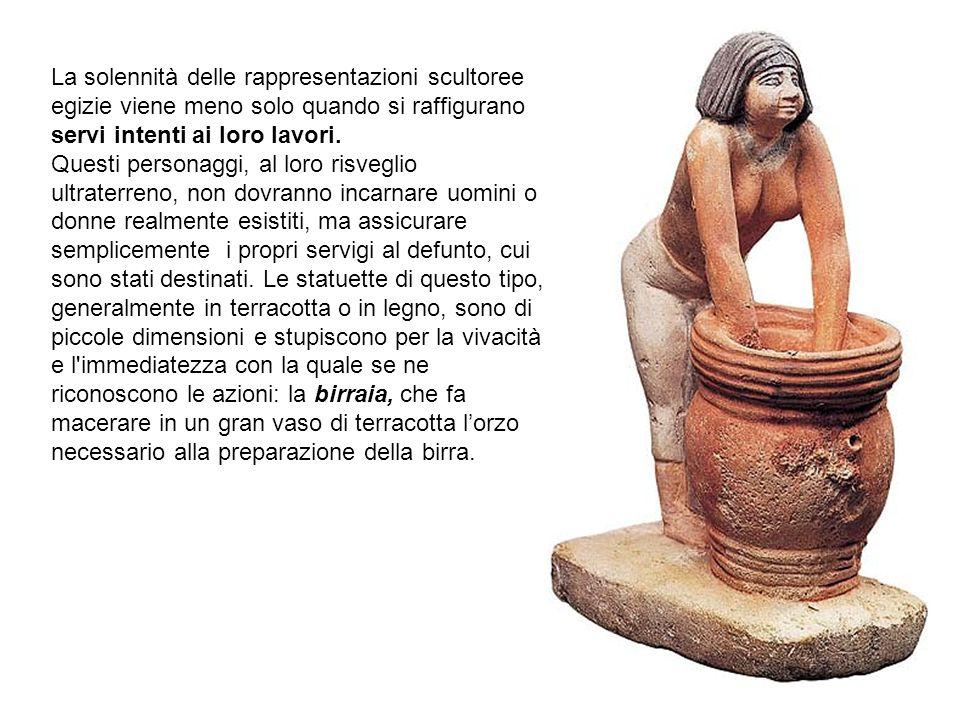 La solennità delle rappresentazioni scultoree egizie viene meno solo quando si raffigurano