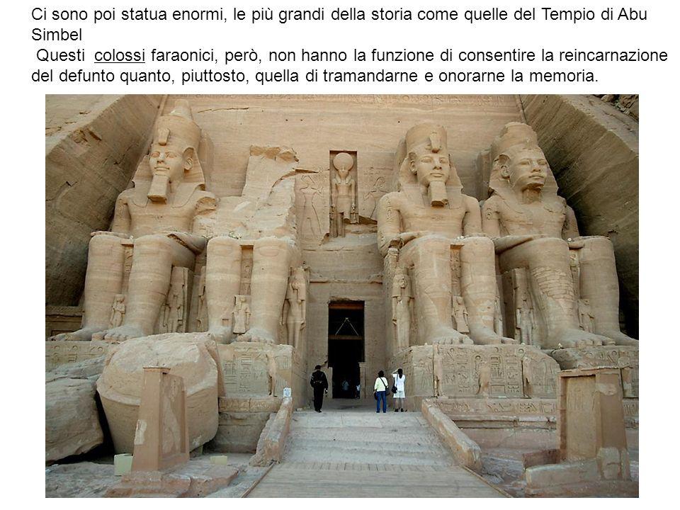 Ci sono poi statua enormi, le più grandi della storia come quelle del Tempio di Abu Simbel