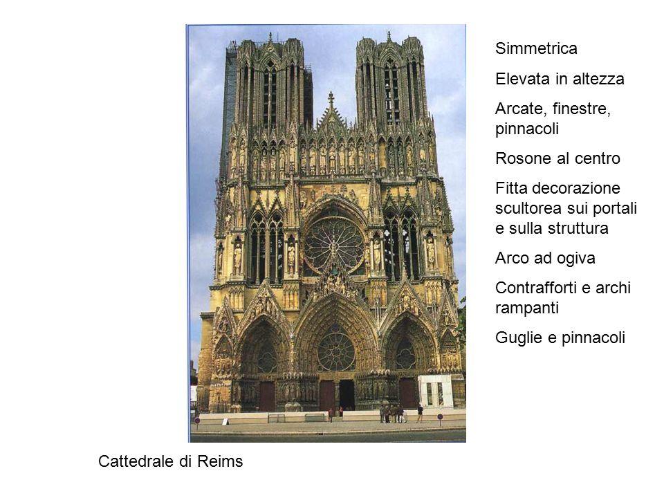 Simmetrica Elevata in altezza. Arcate, finestre, pinnacoli. Rosone al centro. Fitta decorazione scultorea sui portali e sulla struttura.