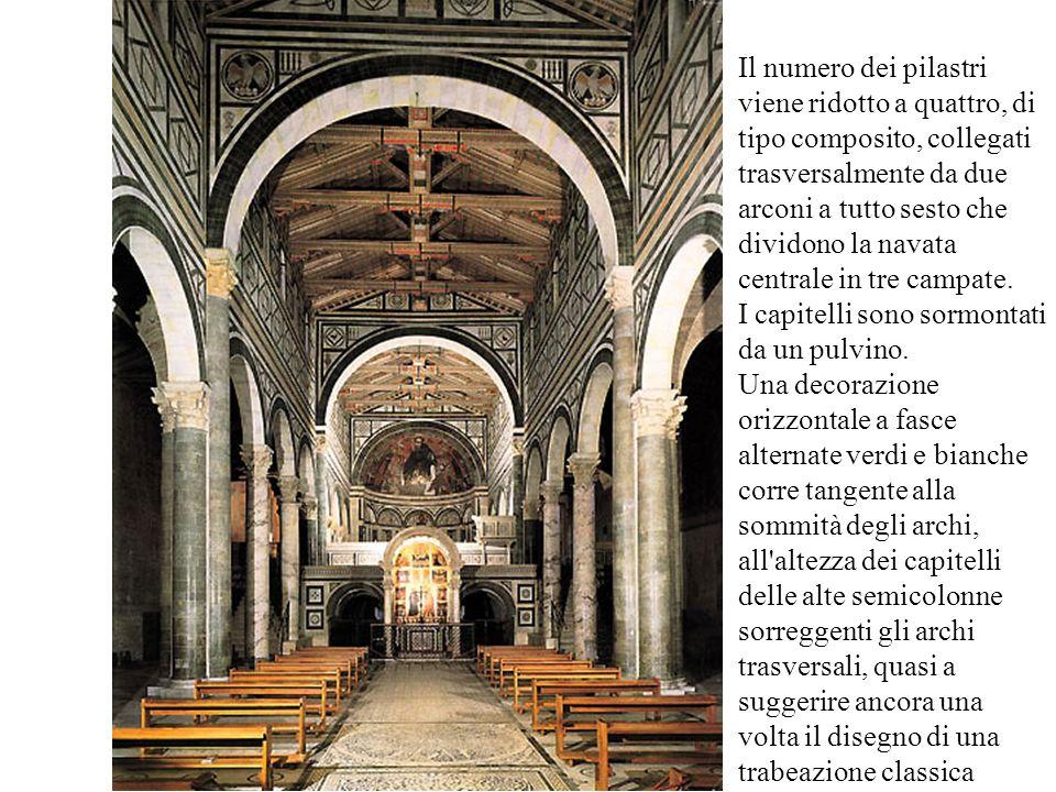 Il numero dei pilastri viene ridotto a quattro, di tipo composito, collegati trasversalmente da due arconi a tutto sesto che dividono la navata centrale in tre campate.
