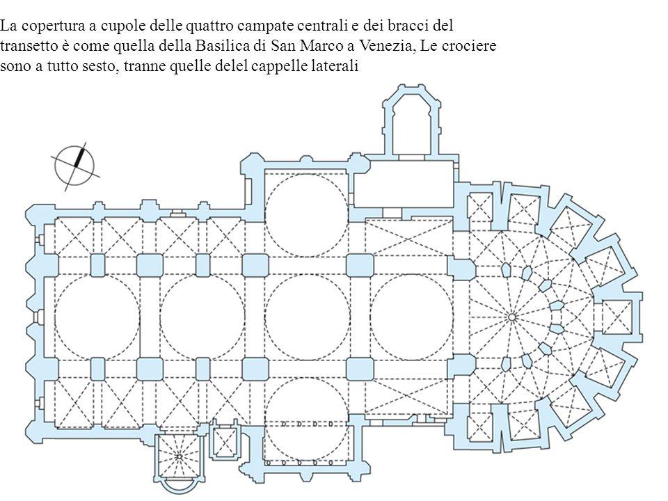La copertura a cupole delle quattro campate centrali e dei bracci del transetto è come quella della Basilica di San Marco a Venezia, Le crociere sono a tutto sesto, tranne quelle delel cappelle laterali