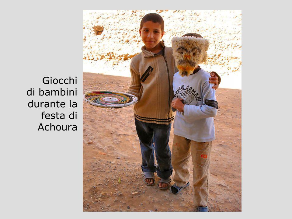 Giocchi di bambini durante la festa di Achoura