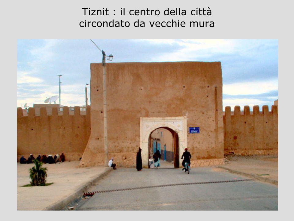 Tiznit : il centro della città circondato da vecchie mura