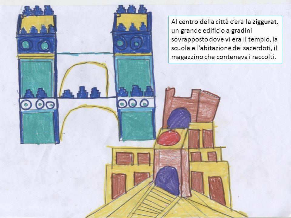 Al centro della città c'era la ziggurat, un grande edificio a gradini sovrapposto dove vi era il tempio, la scuola e l'abitazione dei sacerdoti, il magazzino che conteneva i raccolti.