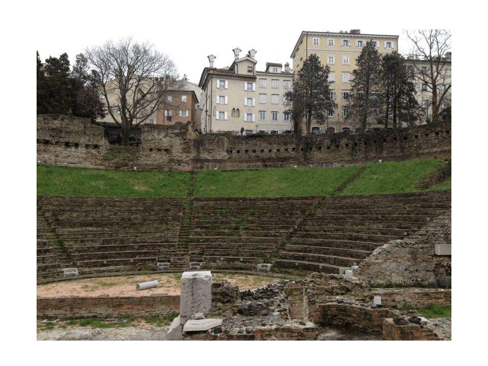 Il teatro romano di Trieste si trova ai piedi del colle di San Giusto, in pieno centro città.