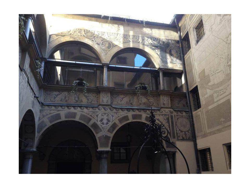 Cortile interno del Municipio, chiamato anche Magistrat o Rotovž, oggi sede del Comune della Città di Lubiana.