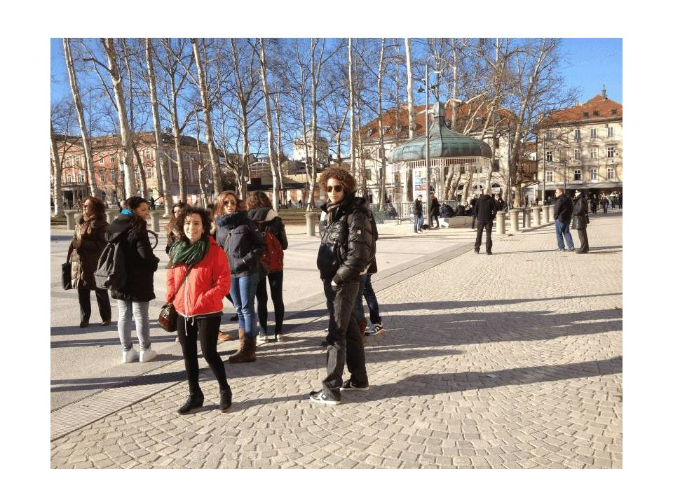 Piazza del Congresso: si intravede un pittoresco padiglione musicale