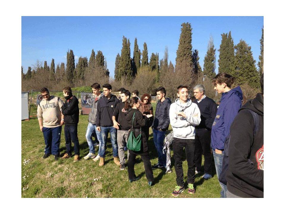 Costanza, la guida del nostro gruppo, illustra le vestigia di Aquileia