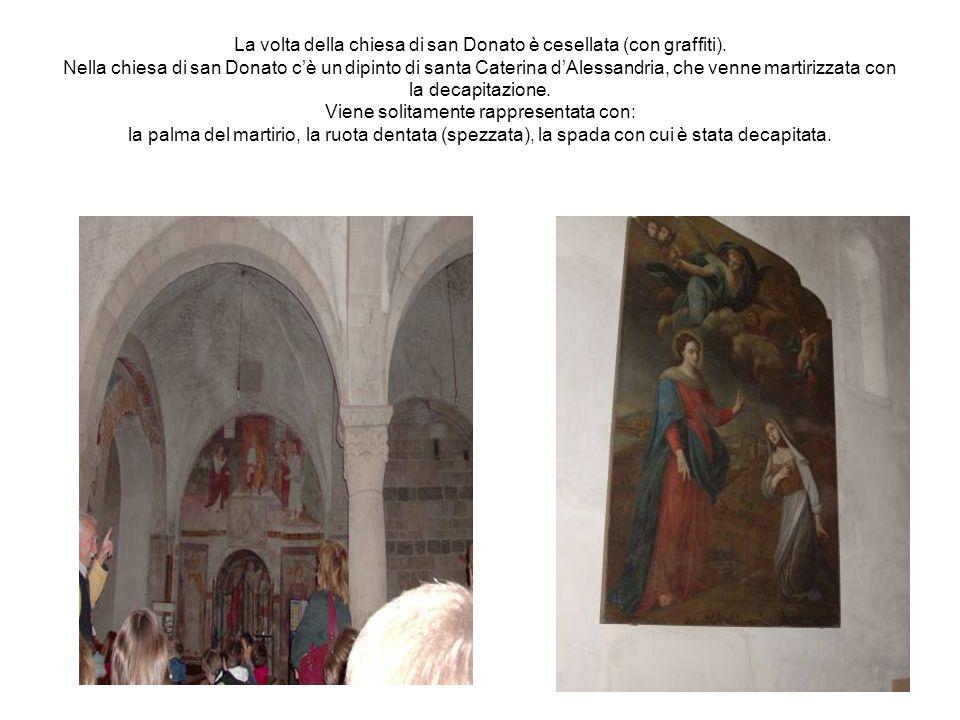 La volta della chiesa di san Donato è cesellata (con graffiti)