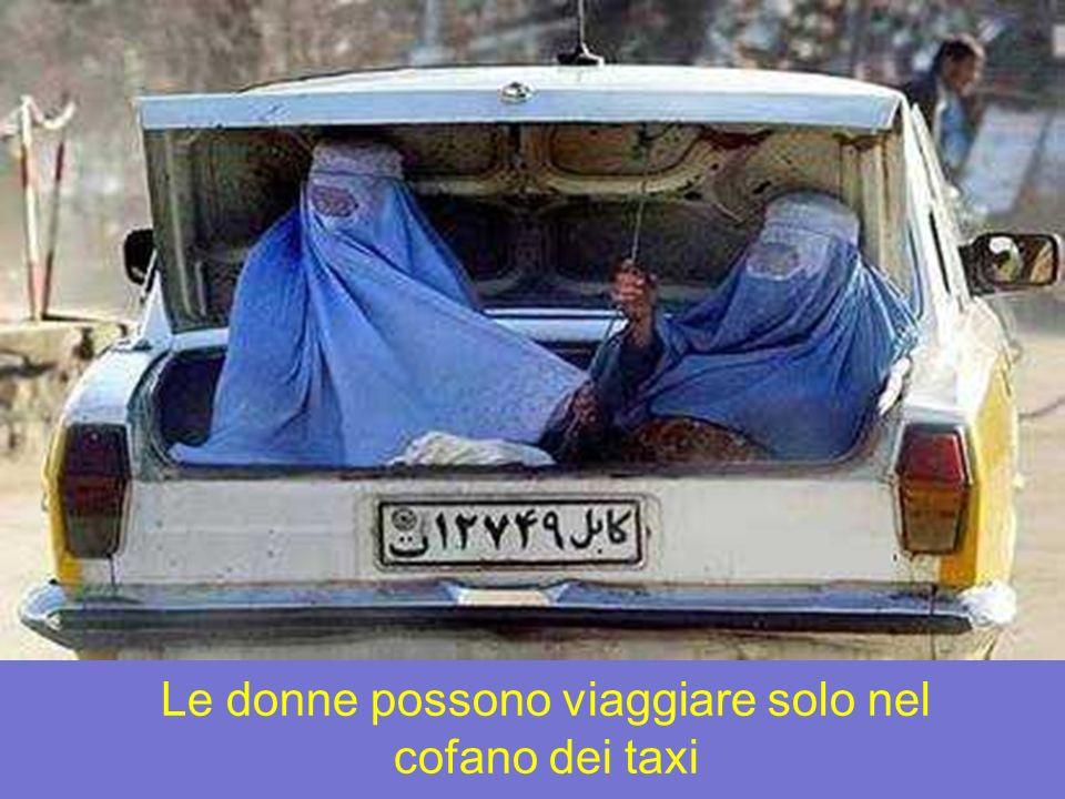 Le donne possono viaggiare solo nel cofano dei taxi